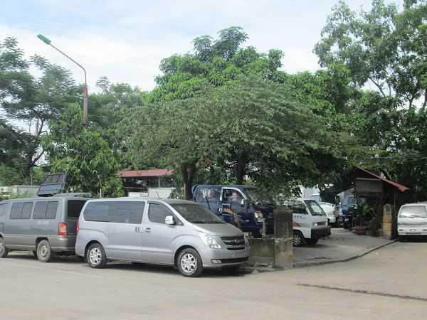 Đường Hồ Tùng Mậu (Từ Liêm) bán đủ các loại xe, từ xe tải, xe hơi đến xe du lịch