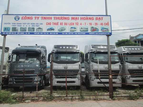 Xe tải lớn trên đường Ngô Gia Tự (Long Biên) cũng rơi vào tình trạng ế ẩm