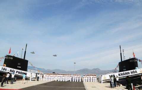 Máy bay K28 của Không quân Hải quân tham gia Lễ thượng cờ - Ảnh: Quang Tiến