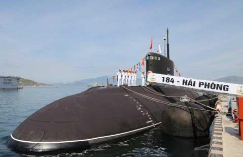 Tàu 184-Hải Phòng trong Lễ thượng cờ - Ảnh: Hoàng Hà
