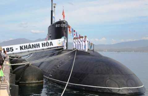 Tàu 185-Khánh Hòa trong Lễ thượng cờ - Ảnh: Hoàng Hà