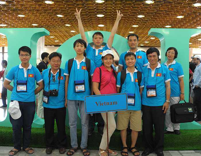 Các thành viên của đoàn Việt Nam dự thi Olympic Tin học Quốc tế 2015.