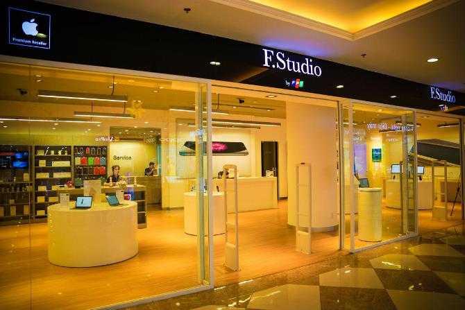 Apple không có Apple Store tại Việt Nam nhưng cũng có rất nhiều đối tác phân phối chính hãng, ví dụ như F. Studio. Cửa hàng F.Studio được đặt trong một trung tâm mua sắm lớn này sẽ tỏ ra khá quen thuộc với những người đã từng đến các Apple Store trước đó.