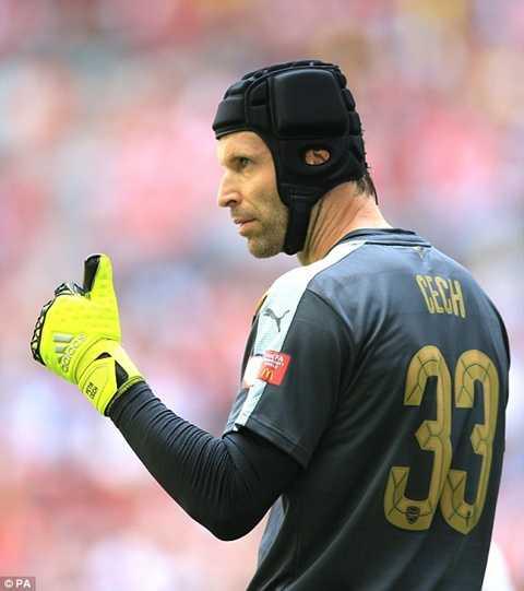 Petr Cech thể hiện là chốt chặn rất tin tưởng của Arsenal