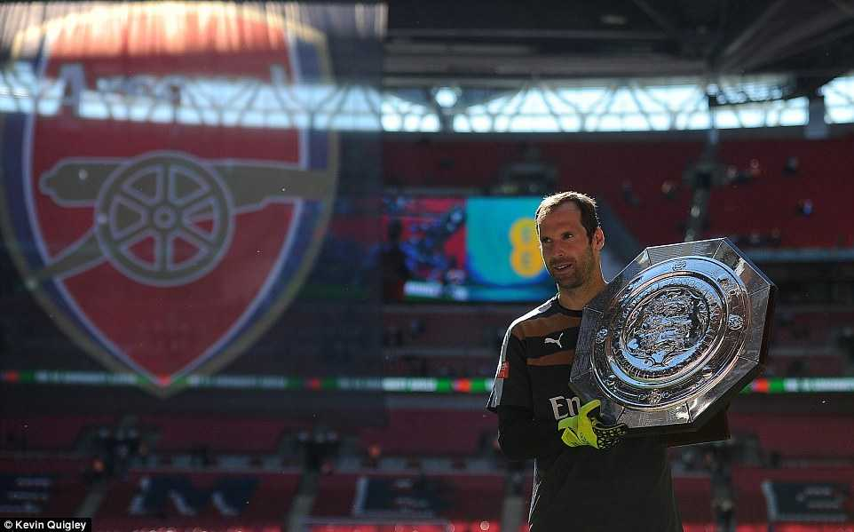 Cech giành 3 danh hiệu sau 3 trận bắt chính