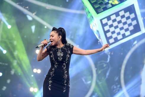 Thu Minh biểu diễn 'Đừng yêu'.