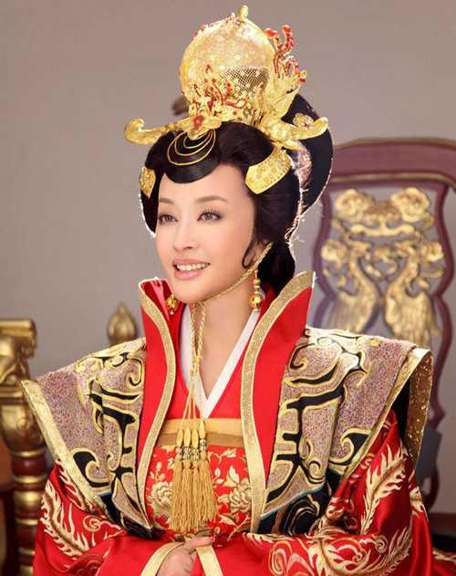Lưu Hiểu Khánh với vai diễn nổi tiếng Võ Tắc Thiên.