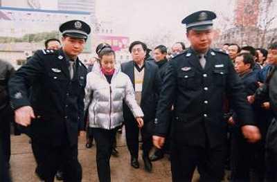 Thời gian Lưu Hiểu Khánh gặp biến cố trong kinh doanh và phải ngồi tù 1 năm.
