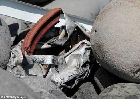 Mảnh vỡ thứ 2 nghi là của MH370 được tìm thấy trên đảo Reunion