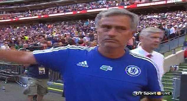 Wenger chẳng thèm để tâm đến Mourinho