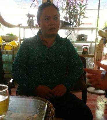 Chị Phùng Thị Tâm (vợ nạn nhân) đau xót trước cái chết bất ngờ của chồng