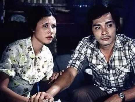 Thương Tín và Thúy An trong một cảnh phim.