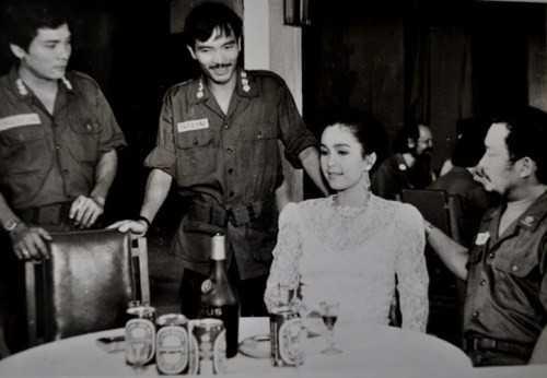 Thương Tín (trái) diễn cùng Diễm My, Chánh Tín.