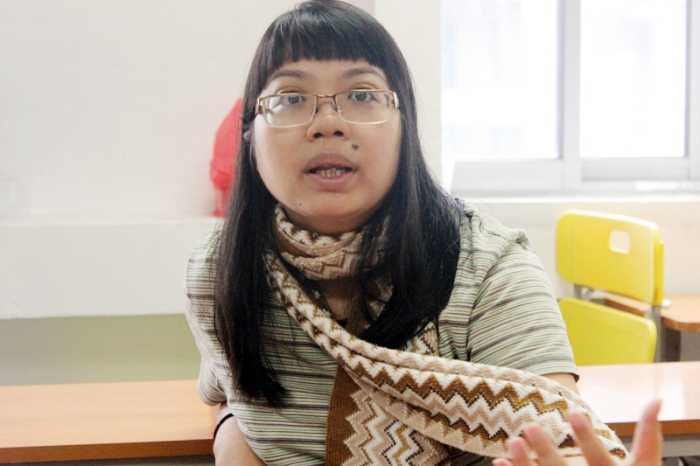 Cô giáo Phạm Nguyễn Lê Na gặp mặt để thông tin về sự việc với báo chí sáng 5/8 (Ảnh: Lưu Ly)