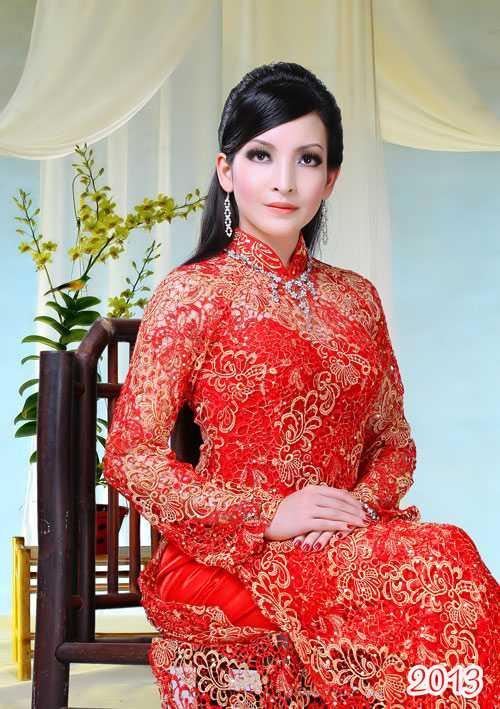 Sang Mỹ, Linh Nga đảm nhận vai trò người dẫn chương trình dành cho Việt kiều.