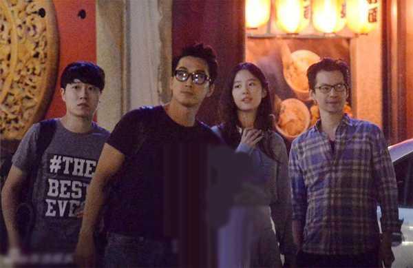 Song Seung Heon và Lưu Diệc Phi đi chơi cùng bạn.
