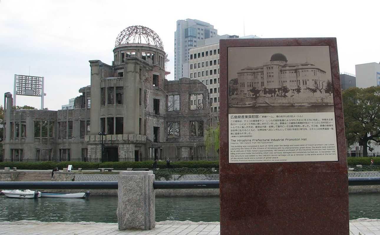 Khu tưởng niệm Hòa bình ở Hiroshima là một công trình còn sót lại sau vụ Mỹ thả bom nguyên tử năm 1945