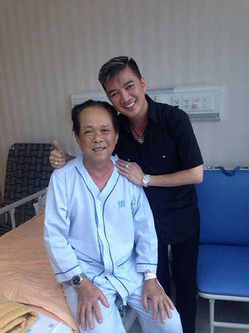 Bức ảnh Đàm Vĩnh Hưng đến thăm bố Tuấn Hưng được cựu thành viên Quả Dưa Hấu chia sẻ trên trang cá nhân.