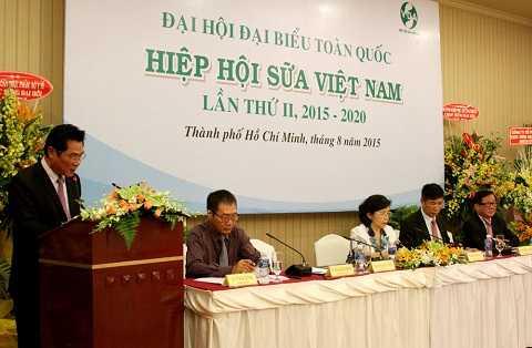 Ông Trần Quang Trung – Phó Chủ Tịch Hiệp hội sữa VN, nguyên Cục trưởng Cục An toàn vệ sinh Thực phẩm (đang phát biểu) được Ban chấp hành khóa II (nhiệm kỳ 2015-2020) tín nhiệm bầu là Chủ tịch Hiệp hội sữa Việt Nam