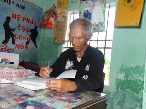 Võ sư Võ Kiểu dành cả cuộc đời để viết sách, nghiên cứu võ thuật.