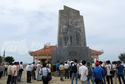 Tượng đài đội Hoàng Sa kiêm quản Bắc hải trên đảo Lý Sơn, nơi lưu giữ nhiều tài liệu, hiện vật liên quan đến chủ quyền Hoàng Sa của Việt Nam