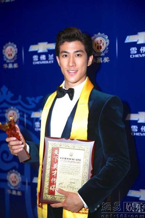 Lý Trị Đình dành giải nam diễn viên xuất sắc nhất dòng phim cổ trang.