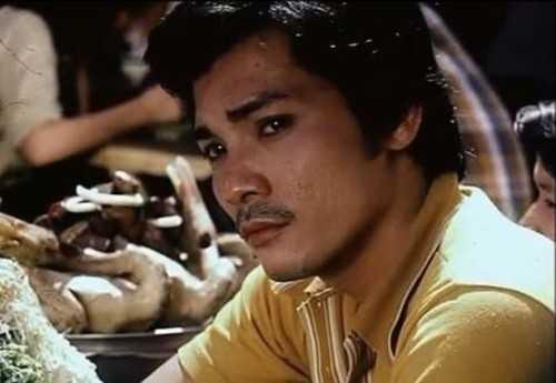 Tên đầy đủ của nam diễn viên là Bùi Thương Tín, sinh năm 1956 tại Phan Rang.