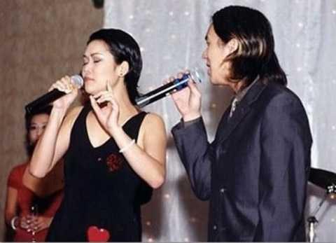 Thu Phương: Thu Phương và Huy MC là cặp đôi vàng của làng giải trí Việt Nam những năm 90. Khi đang trên đỉnh cao sự nghiệp, cặp đôi này gây sốc khi tuyên bố rời khỏi Việt Nam và định cư tại Mỹ. Sự ra đi với nhiều lùm xùm của Thu Phương và Huy MC khiến nhiều khán giả trong nước tiếc nuối bởi khi đó 2 người là những ngôi sao hạng A được triệu người mến mộ.