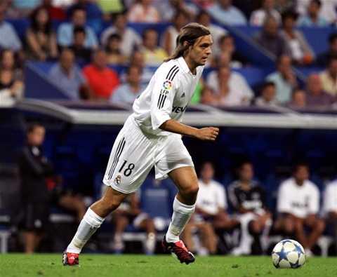 Jonathan Woodgate nhận thẻ đỏ và đốt lưới nhà ngày ra mắt Real Madrid