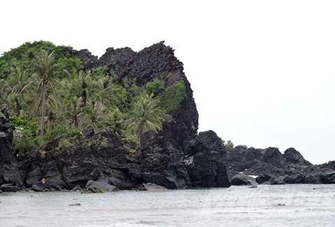 Hang Kẻ Cướp trên đảo Bé (Lý Sơn, Quảng Ngãi)