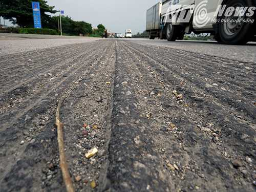 Những 'con rắn, con lươn' uốn lượn trên mặt đường, khiến người điều khiển xe mô tô giật mình, sợ hãi khi đi vào những điểm này - Ảnh MK