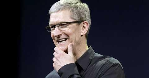 Tim Cook nhận hơn 9 triệu USD mỗi năm từ Apple