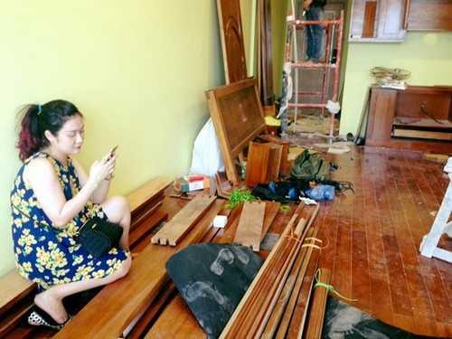 Bà xã Minh Nguyệt dù đang mang bầu nhưng vẫn đến nhà mới cùng chồng.