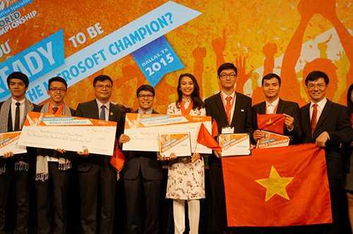 Đội tuyển Việt Nam và đội tuyển Campuchia, hai đội được Viettel tài trợ tại Vòng chung kết thế giới cuộc thi MOSWC 2015.