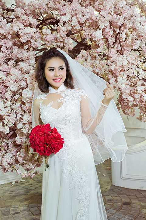 Vân Trang là gương mặt thân thuộc trong nhiều bộ phim truyền hình của Việt Nam, không những thế cô còn là nhân vật rất thường có mặt trong các sự kiện như họp báo, liên hoan phim, lễ trao giải...
