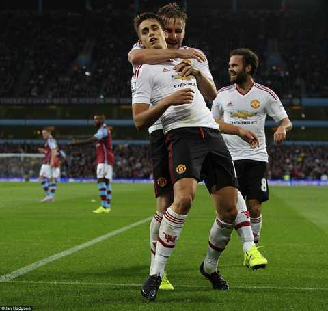 Januzaj chính là khác biệt lớn nhất ở hàng tiền vệ Man United trận này.