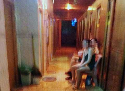 Những nhân viên trẻ đẹp trong cơ sở massage ở Phú Quốc. Ảnh: Việt Tường.