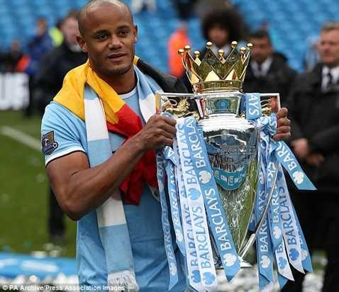 Terry không đến Man City, Kompany mới được xuống đá trung vệ và trở thành thủ quân