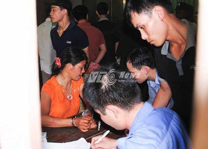 Sau 3 ngày truy bắt, đến 10h30 phút (25/8), lực lượng công an đã phát hiện và bắt giữ nghi can Phạm Văn Hùng và Nguyễn Thị Hán tại địa bàn xã Khánh Hòa, huyện Lục Yên, Yên Bài.