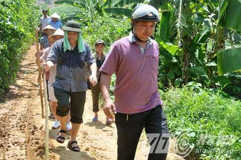 Đoàn công tác còn có Thiếu tướng Đặng Trần Chiêu - Giám đốc Công an tỉnh Yên Bái. Ông Chiêu chỉ đạo các lực lượng siết chặt vòng vây, truy quét toàn bộ khu rừng và nhận định nghi can là người địa phương nên rất am hiểu địa bàn rừng núi, đường đi nên lực lượng công an phải hết sức đề phòng.