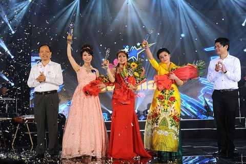 Ba thí sinh đạt giải nhất Sao Mai 2015: Nguyễn Bảo Yến (thính phòng), Hoàng Thị Hồng Ngọc (nhạc nhẹ) và Nguyễn Thị Thu Hằng (dân gian).