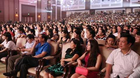 Khán phòng 1.300 chỗ của Trung tâm hội nghị quốc tế FLC Sầm Sơn luôn chật kín khán giả trong cả 4 đêm thi chung kết.