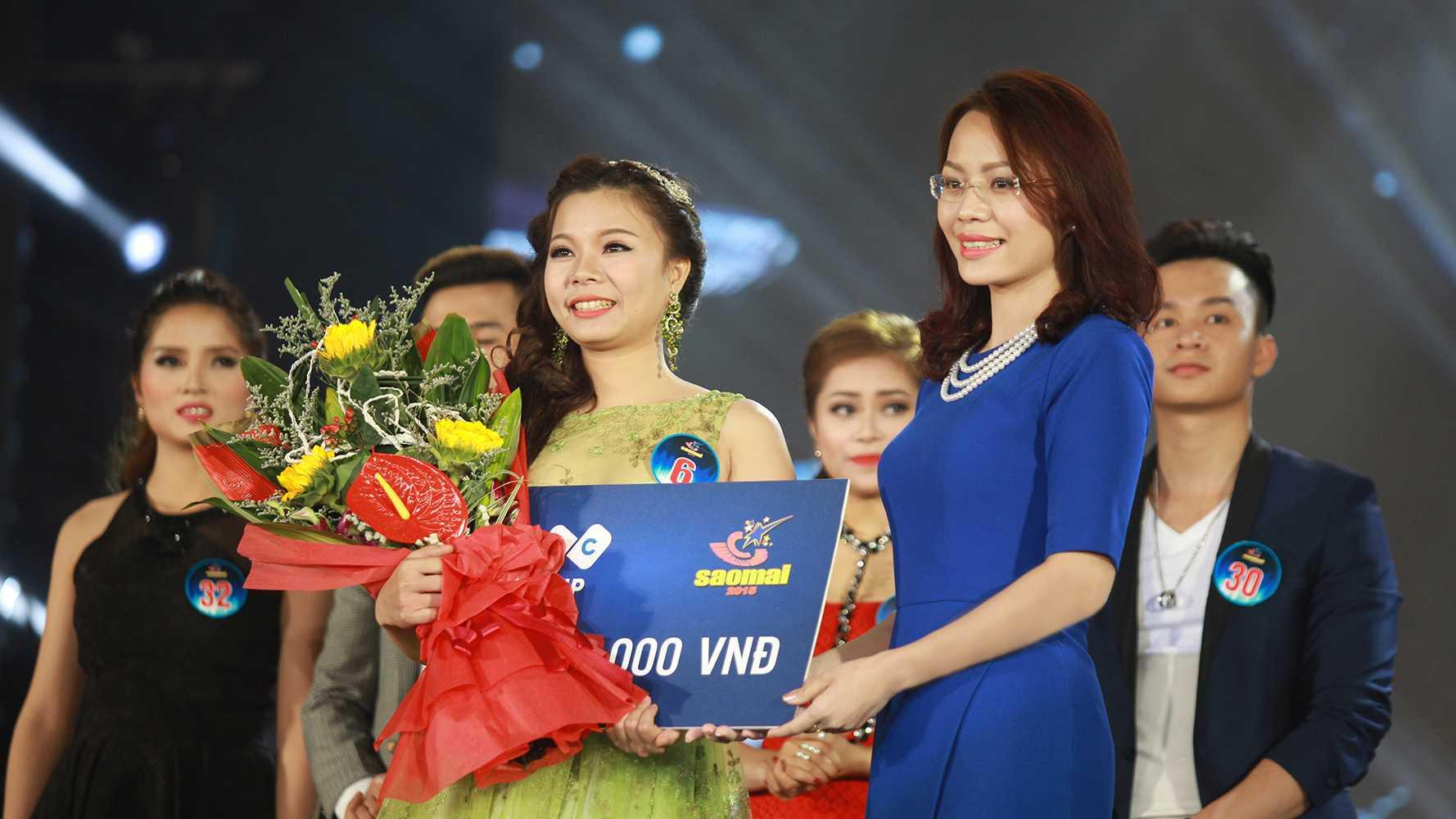 Bà Hương Trần Kiều Dung, Tổng giám đốc Tập đoàn FLC trao thưởng cho thí sinh Lê Thị Dung – thí sinh được khán giả bình chọn nhiều nhất qua tin nhắn. Trong 3 đêm thi trước, Tập đoàn FLC cũng đã trao 3 giải thưởng, mỗi giải trị giá 10.000.000 VNĐ cho những thí sinh được bình chọn nhiều nhất trong các đêm thi.