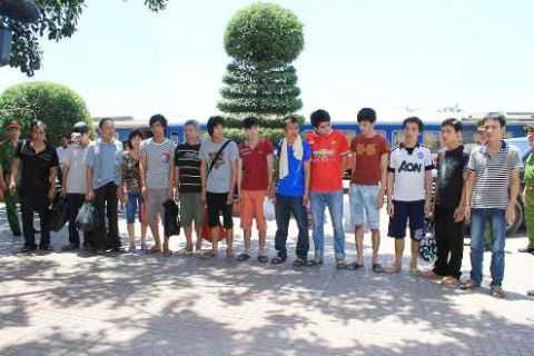 14 đối tượng trốn truy nã được di lý về Thanh Hóa.