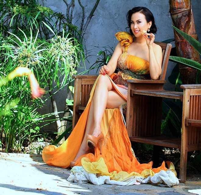 """Hà Phươngđược ca ngợi là """"Angelina Jolie của Việt Nam""""."""