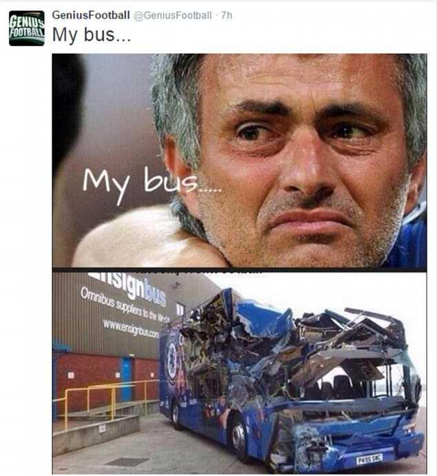 CĐV mỉa mai xe bus Mourinho
