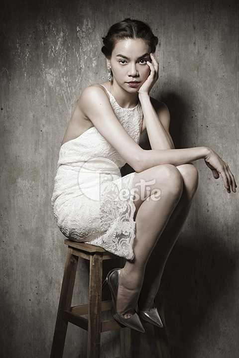 Bộ ảnh được thực hiện bởi stylist Phạm Bảo Luận, nhiếp ảnh gia Pro K, chuyên gia trang điểm Nguyễn Hùng, thời trang tóc Hùng Max và thiết kế thời trang Lâm Gia Khang.
