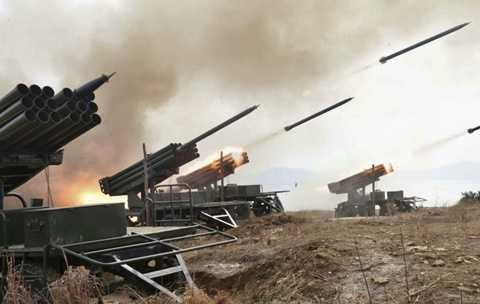 Pháo binh Triều Tiên thị uy sức mạnh trong một cuộc tập trận