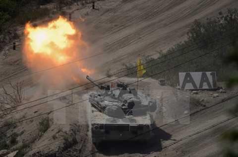 Xe tăng quân đội Hàn Quốc tập bắn đạn thật. (Nguồn: Yonhap/TTXVN)