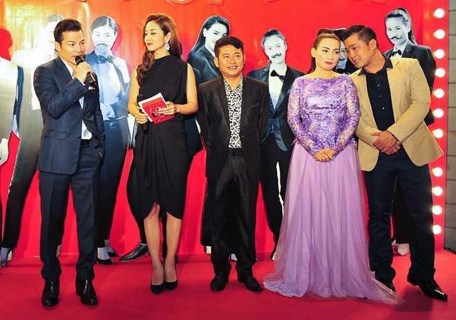 Đoàn phim Hy sinh đời traigiao lưu cùng khán giả Hà Nội tối 20/8.